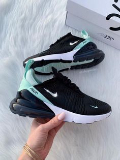 Oct 2019 - Swarovski Nike Air Max 270 schoenen Blinged-Out met Swarovski All Nike Shoes, Nike Shoes Air Force, Hype Shoes, New Shoes, Sports Shoes, Women's Shoes, Thé Air Max, Nike Air Max, Air Max 270