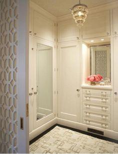 nice entrance door + good light in the wardrobe