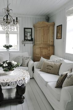 Shabby Chic Living Room the floor Cottage Style Living Room, Home Living Room, Living Room Decor, Living Spaces, Cottage Chic, Country Living, Chabby Chic Living Room, Living Area, White Cottage