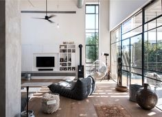 L-Shaped House with Functional Interior by Neuman Hayner Architects Industrial House, Modern Industrial, Loft Design, House Design, L Shaped House, Loft Stil, Decoracion Vintage Chic, Monochrome Interior, Interior Architecture