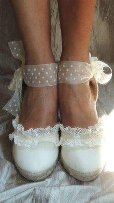 Bridal espadrilles handmade with natural fabric, lace and tulle. Bride Shoes, Wedding Shoes, Ballet Shoes, Dance Shoes, Cute High Heels, Toddler Dress, Boho Chic, Glamour, Women