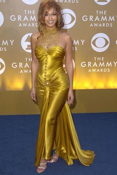 Beyonce Knowles: Worst Ever Grammy Fashion Estilo Beyonce, Beyonce Style, Afro, Grammy Fashion, Beyonce Knowles, Red Carpet Dresses, Celebs, Celebrities, Woman Crush