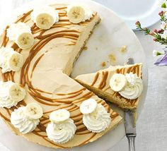 Cheesecake meets banoffee pie in this creamy soft-set caramel dessert, guaranteed to impress at a dinner party or occasion Banoffee Pie, Cheesecakes, Cupcakes, Cheesecake Recipes, Dessert Recipes, Caramel Cheesecake, Picnic Recipes, Picnic Ideas, Picnic Foods