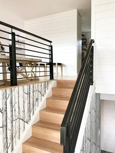 Have a look at this exciting staircase makeover – what an artistic innovation – Decorating Foyer Split Foyer Entry, Split Level Entryway, Split Entry Remodel, Split Level Remodel, Raised Ranch Remodel, House Makeovers, Staircase Design, Modern Staircase, Staircase Landing