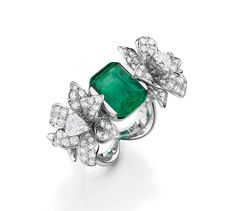 Mellerio dits Meller ring with large emerald in the centre, from the Médici Collection.