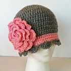 Free Pattern for this pretty hat...link to free pattern for flower!