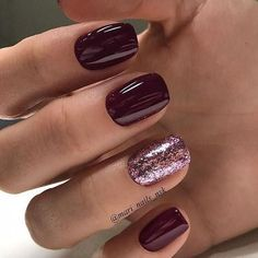 Burgundy and glitter nail art design #nails #naildesigns #GlitterNails