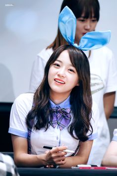 Kim, Se-Jeong who became nation-wide big name after successful show 'Produce 101'. Completely unknown before the show, her sudden popularity surprised many including her&her family. Now she is about to start her career through project group 'ioi' which makes K-pop fans even more exited.