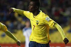 La selección de Ecuador fulminó hoy a la de Rusia por 1-4 y logró la clasificación para los cuartos de final del Mundial Sub'17, donde el próximo lunes se enfrentará con México. Octubre 30, 2015.