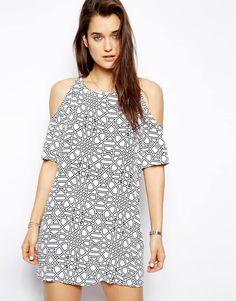 Платье с геометрическим принтом и открытыми плечами Motel Savannah