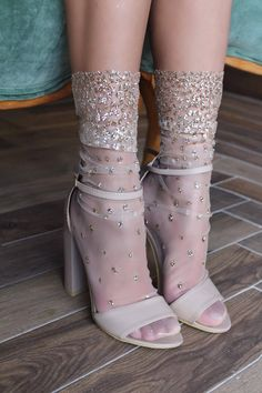 Cascading shimmer socks- Cascading Schimmer Socken Made of tulle and glitter -Handmade -Four colors available: pink, black, silver and gold -Two sizes available: and -Hand wash in cold water, flat to dry © 2018 LIRIKA MATOSHI INC. All rights reserved - Socks And Heels, Ankle Socks, Women's Heels, Knee Boots, Heeled Boots, Sheer Socks, Ugg Boots, Vintage Stil, Fashion Socks