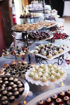 [tps_header][/tps_header] Wedding Catering Trends: Top 8 Wedding Dessert Bar Ideas One of the hottest trends right now – small personalized desserts! Don't order a cake, just go for a huge variety of mini desserts s. Dessert Party, Buffet Dessert, Dessert Bar Wedding, Wedding Sweets, Snacks Für Party, Wedding Cakes, Food Buffet, Cookie Table Wedding, Wedding Dessert Tables