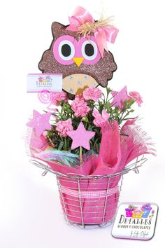 "Canasta de huevos ""Detalles globos y chocolates"" Candy Bouquet, Balloon Bouquet, Chocolate Bouquet, Ideas Para Fiestas, Mom Day, Graduation Photos, Easter Crafts, Birthday Celebration, Gift Baskets"
