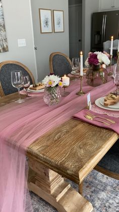 Decoration Evenementielle, Table Decorations, Esstisch Design, Deco Rose, Dinner Party Table, Diy Home Decor, Room Decor, Table Set Up, Dining Room Table