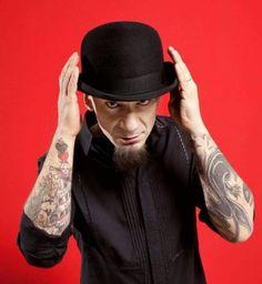 L'uomo col cappello se ne fregherà