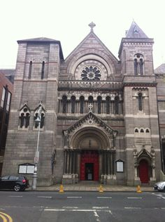 Fun fact: St Ann's Church on Dawson Street is where Dracula author Bram Stoker married Oscar Wilde's ex-girlfriend Florence Balcombe in St Ann's Church in December 1878 in a quiet ceremony with only two witnesses! #LoveDublin #Dublinbemyvalentine