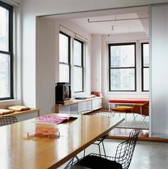 black window frames! Really want to do this in my kitchen and dining room!