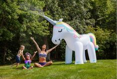 Screen-free activities for kids: Splash in a giant unicorn sprinkler! We've put together some of the best backyard water toys | #screenfree #summerfun #summeractivities #summercrafts #summerideas Party Unicorn, Unicorn Birthday Parties, Birthday Party Decorations, 5th Birthday, Unicorn Gifts, Summer Birthday, Birthday Ideas, Rainbow Unicorn, Birthday Balloons