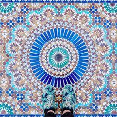 見上げていては絶対に見逃してしまう。バルセロナ「足元の芸術」22枚 | TABI LABO