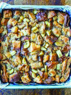Fast bed and breakfast baked french toast recipes including healthy meal ideas to help you get better Challah French Toast Casserole, French Toast Bake, Breakfast Bake, Breakfast Recipes, Bacon On The Grill, Clean Eating Snacks, Meal Ideas, Easy Meals, Healthy Recipes
