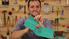 Faça esse desafio com seus amigos em sala de aula. A folha de papel sulfite cortada deve atravessar sua mão só com dobradura origami. Os mais inteligentes vencerão!