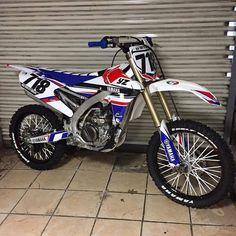 Rate this color combi 🤔 New Dirt Bikes, Mx Bikes, Motocross Bikes, Yamaha Yz 125, Yamaha Motorcycles, Yamaha Yzf, Custom Motorcycles, Dirt Bike Girl, Girl Motorcycle