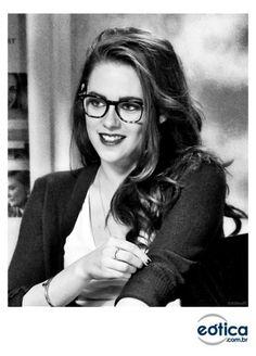 Kristen Stewart e um look geek chic