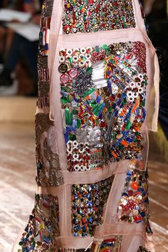 Amazing decorative work with a vintage feel. Thx to Fall 2014 Couture Maison Martin Margiela Couture Mode, Couture Fashion, Fashion Show, Couture Details, Fashion Details, Fashion Designer, Luxury Fashion, Alexander Mcqueen, Valentino