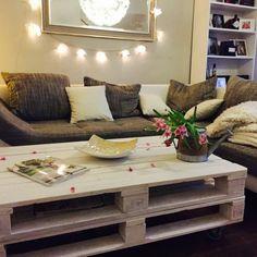 gem tlicher erker mit kuschligem sofa und kissenlandschaft sch ne und zentrale 2 zimmer wohnung. Black Bedroom Furniture Sets. Home Design Ideas