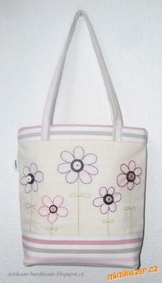 Velká jarní taška   Mimibazar.cz Bag Making, Diaper Bag, Diy Crafts, Purses, My Love, How To Make, Tote Bags, Handmade, Scrappy Quilts
