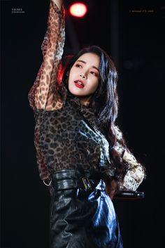 Solar, do girl group de K-pop Mamamoo. South Korean Girls, Korean Girl Groups, K Pop, Sun Solar, Solar Mamamoo, Piano Man, Wedding Art, You're Awesome, Girl Crushes