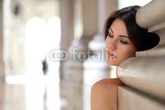 Ritratto di ragazza appoggiata al muro  Model: Diana Mary