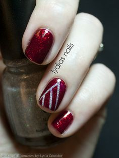 Simple Christmas tree feature nail
