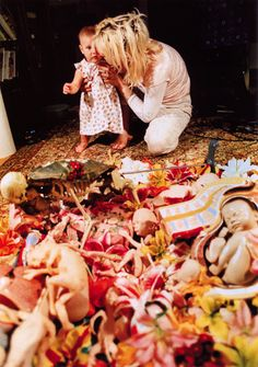 Rare shot of Courtney Love & Francis Bean with the collage made by Kurt for the back of the In Utero Album.