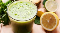 Spinach and Lemon Detox Smoothie Weight Loss Smoothies, Healthy Smoothies, Healthy Drinks, Smoothie Recipes, Green Smoothies, Healthy Food, Raw Food, Healthy Weight, Healthy Meals