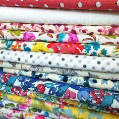des tissus en coton à fleurs et à pois