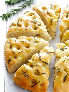 This delicious Rosemary Focaccia Bread is super easy to make, and topped with lots of fresh rosemary, olive oil and sea salt. This delicious Rosemary Focaccia Bread is super easy to make, and topped with lots of fresh rosemary, olive oil and sea salt. Bread Machine Recipes, Easy Bread Recipes, Baking Recipes, Yummy Recipes, Egg Recipes, Pizza Recipes, Paleo Recipes, Free Recipes, Sauce Pizza