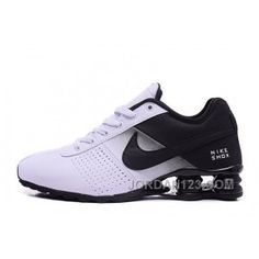 It's important to choose the correct women's sneakers when using them for different activities. Read more to learn how to choose the right women's sneakers. Mens Nike Shox, Nike Shox Shoes, Pumas Shoes, Nike Men, Sneakers Nike, Nike Trainers, Tenis Basketball, Platform Tennis Shoes, Dad Shoes