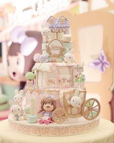 line : wedding cake info bolu jadul add line… Patisserie Fondant Toppers, Fondant Cakes, Cupcake Cakes, Pretty Cakes, Beautiful Cakes, Carousel Cake, Girly Cakes, Couture Cakes, Birthday Cake Girls