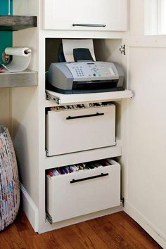 Real-Life Redo: A New Corner Office – Each of us has different needs and mater… – Home Office Design Corner Office Cabinet Design, Home Office Cabinets, Home Office Storage, Bureau Design, Home Office Space, Home Office Design, Home Office Decor, Office Furniture, Office Organization