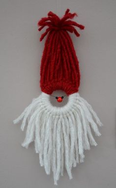 Adapt technique to make Rudolph (brown yarn, wire for antlers)! Christmas Crafts For Kids, Christmas Projects, Yarn Crafts, Holiday Crafts, Christmas Holidays, Diy Christmas Ornaments, Handmade Christmas, Christmas Decorations, Yarn Dolls