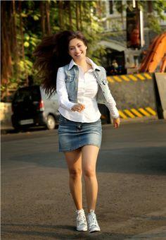 Gurleen Chopra Hot Photo Shoot - Cinema Aajtak