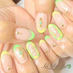 ネイル 画像 La Ru-Ju 深谷 1600099 ネオン 黄色 フレンチ くりぬき 夏 リゾート ソフトジェル ハンド ロング