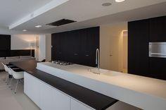 Corner Kitchen Layout, Kitchen Interior, Kitchen Design, Kitchen Cooker, Kitchen Queen, Smoker Cooking, Kitchen Dinning, Cuisines Design, Beautiful Kitchens