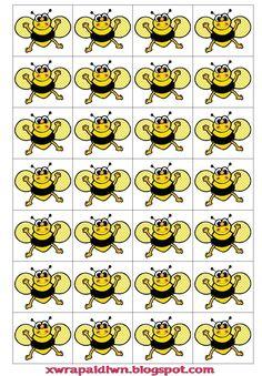 ΠΑΙΧΝΙΔΙ ΜΝΗΜΗΣ     Εκτυπώνετε την ακόλουθη καρτέλα, στην οποία υπάρχουν σε ζεύγη εικόνες σχετικές με τη ζωή της μέλισσας (μέλισσα, κυψέλ... Insect Crafts, Bee Crafts, Crafts For Kids, Bee Activities, Family Day Care, Spelling Bee, Bee Theme, Classroom Themes, Preschool