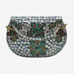 ¿Buscas un bolso de metal de fiesta? En M de Magnolia encontrarás bolsos de nácar, bolsos joya, de pedrería, carteras de fiesta, bolsos de mano, de ante...