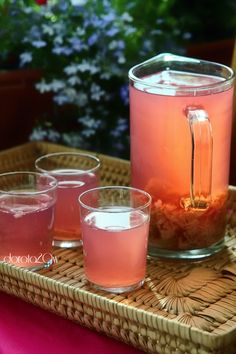 Rhubarb Juice -  a pound of rhubarb, 2.5 liters of water, sugar to taste  Wash the rhubarb, choosing not cut into smaller pieces and toss into the pot.  Pour water and boil. When the compote is boiling, cook for him yet about 5-7 minutes and turn off. Leave it to a back and przestygnięcia. Sweeten to taste.