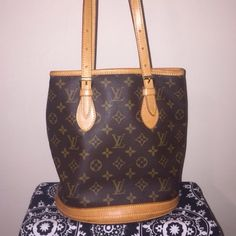 SNOW SALELouis Vuitton Tote Purchased from another Posher but never used because i purchased a new one-authentic LV-open to offers Louis Vuitton Bags