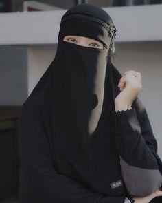 Mode Niqab, Muslim Women Fashion, Womens Fashion, Female Fashion, Beau Hijab, Muslim Girls Photos, Beautiful Hijab Girl, Niqab Fashion, Hijab Niqab