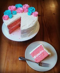 French vanilla cake with buttercream icing for a gender reveal party! [OC][1520x1845]